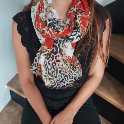 Nouveauté du jour. Joli foulard coloré. Existe en plusieurs coloris. www.lescoupsdecoeurdelysia.com #foulards #tendance #couleur #couleurs