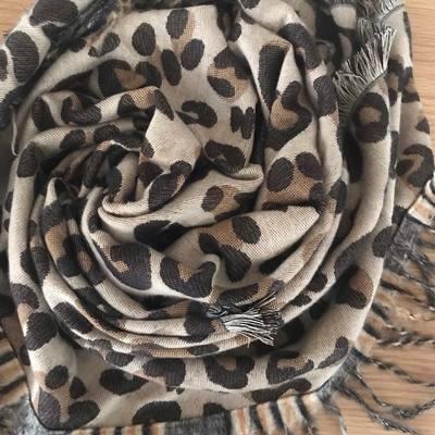 Écharpes, étoles, foulards, accessoires de mode......... www.lescoupsdecoeurdelysia.com #echarpe #etole #foulard #accessoiresdemode