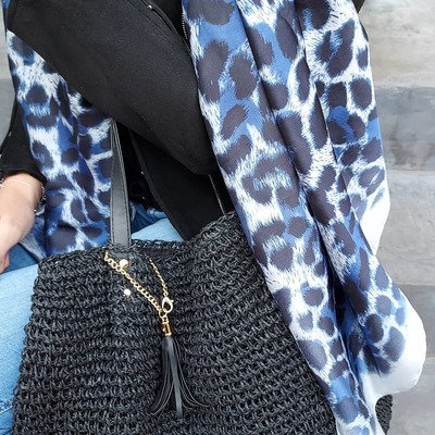 Découvrez la collection estivale. Livraison gratuite. www.lescoupsdecoeurdelysia.com #sacs #accessoires #sacpaille #foulard #mode #ete2021