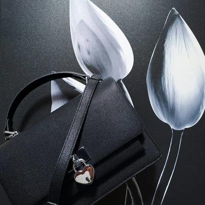 Accessoires de mode, sacs, foulards, bijoux fantaisies. Livraison gratuite. www.lescoupsdecoeursdelysia.com #bijouxfantaisies #sacamain #sacbandouliere #foulards #foulardsoie #foulardcheveux #sacpaille