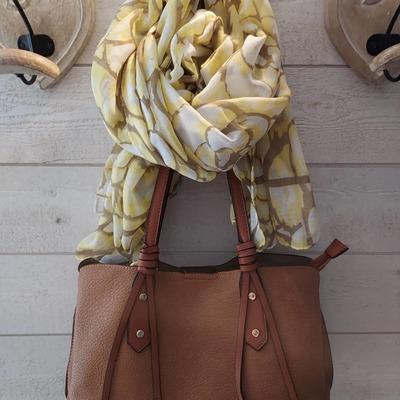 Sacs, foulards, bijoux... wwwlescoupsdecoeurdelysia.com #sacs #bjoux  #foulardsoie  #foulards #cadeau #fetedesmeres