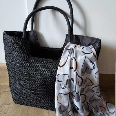Sacs, foulards, bijoux.... Lescoupsdecoeurdelysia.com #sacsamain  #saç  #foulardsoie #foulards  #coeur