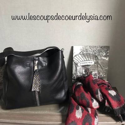 Sacs, écharpes, foulards et accessoires de mode.......www.lescoupsdecoeurdelysia.com #sacamain #sacbandouliere #echarpe #rougenoir  #accessoires