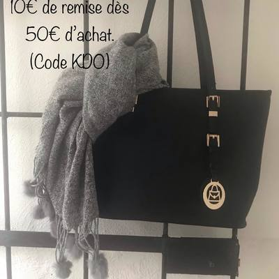 Écharpes, foulards, sacs.... www.lescoupsdecoeurdelysia.com #accessoiresdemode #cadeaunoel #sacamain