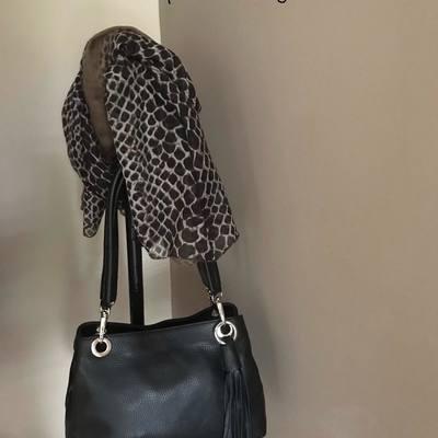 Sacs, accessoires de mode, écharpes, étoles, foulards... www.lescoupsdecoeurdelysia.com #accessoiresdemode #echarpe #etole #sacbandouliere