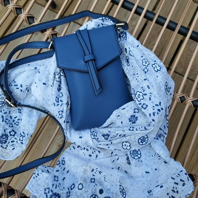 Sacs, foulards, bijoux..... wwwlescoupsdecoeurdelysia.com #sacs #pochettes #été #foulards #bleu #jeans #bijouxfantaisie