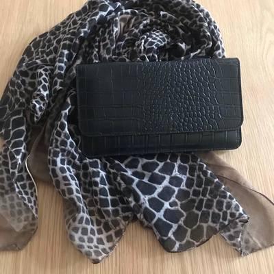 portefeuilles, sacs, écharpes, foulards pour femmes & hommes. www.lescoupsdecoeurdelysia.com #accessoiresdemode #foulard #echarpe #etole #sacbandouliere #portefeuille
