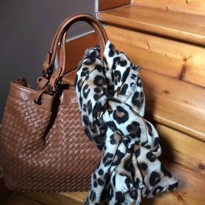 Sacs, écharpes, étoles, foulards. www.lescoupsdecoeurdelysia.com #sacamain  #echarpe #foulard #accessoiresdemode